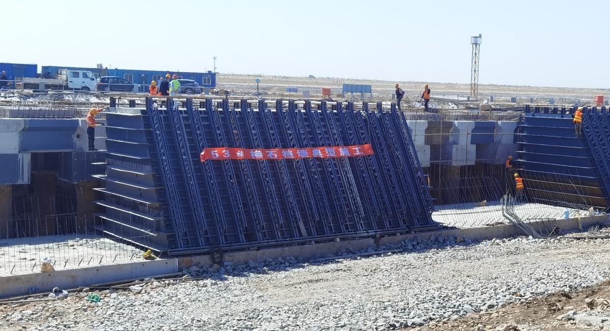 掺石挡墙定型钢模/路通桥梁模板/唐山路通公司