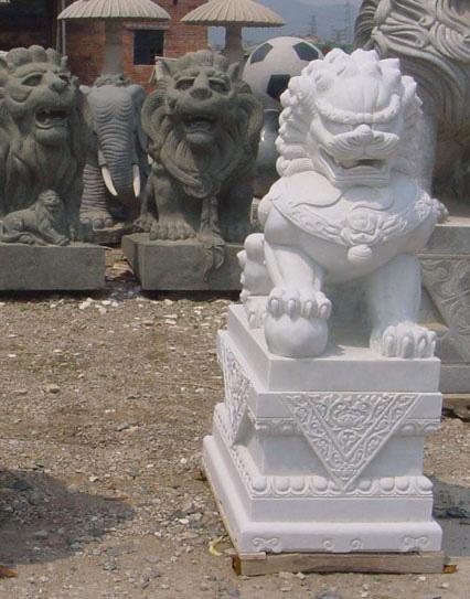 石狮子作品草白玉