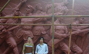 红军雕塑安于崇州州八益家具城高3.5米