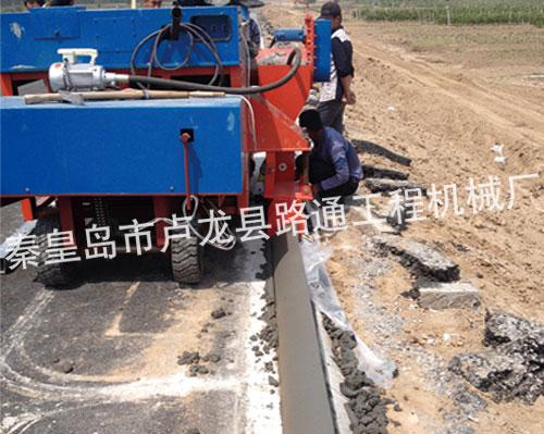 路缘石滑模成型机施工现场
