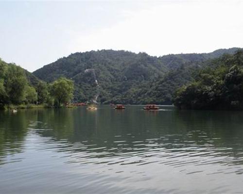 美丽的栗香湖